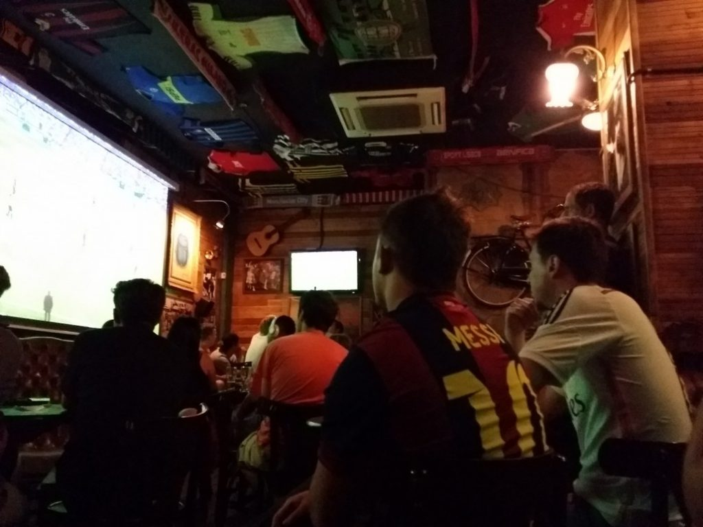 Live sports in barcelona wild rover irish pub