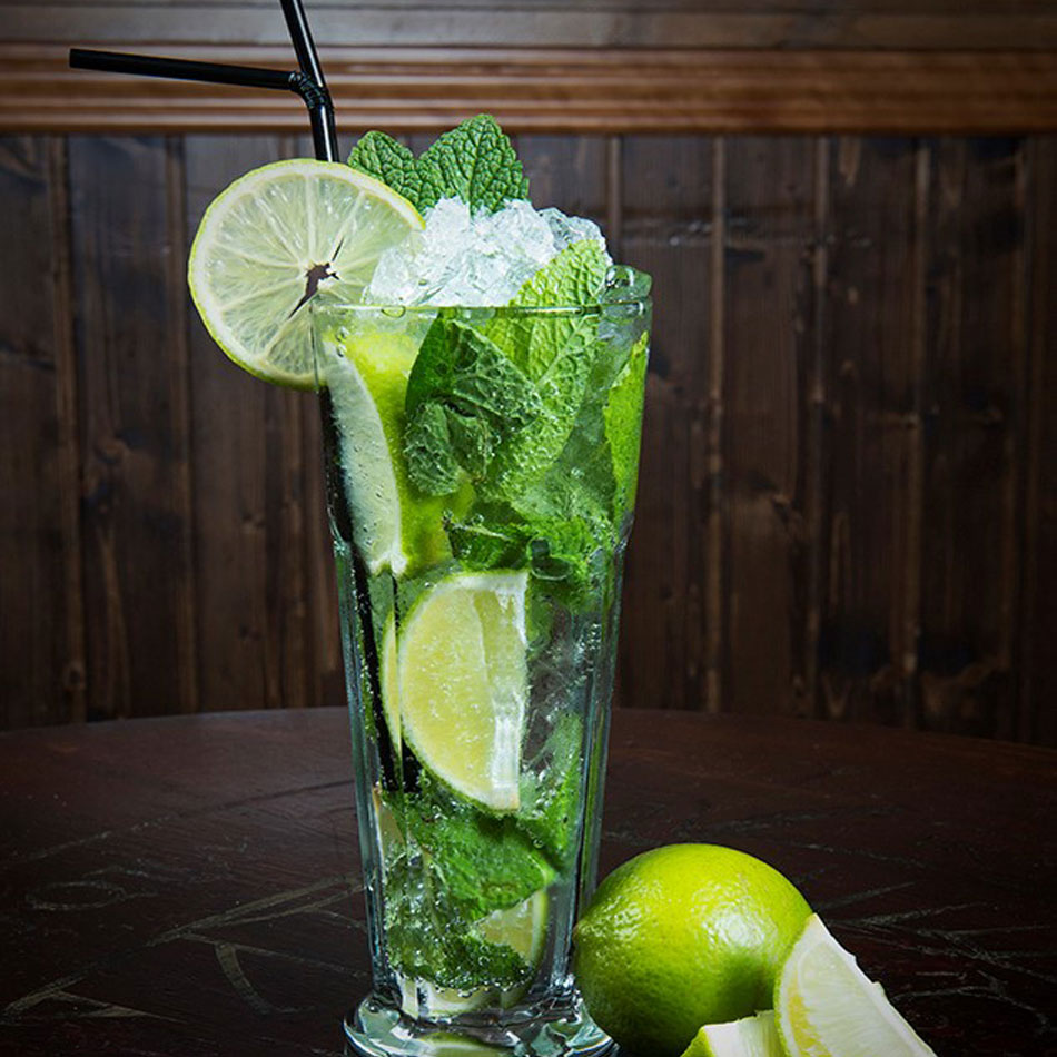 Irish bar drinks cocktails Mojito in Barcelona